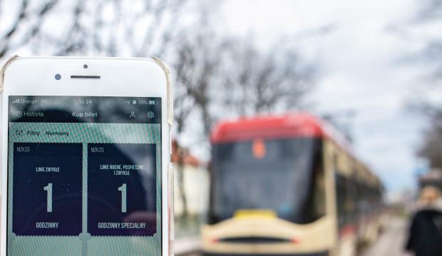 """""""Screen"""" biletu kupionego w aplikacji nie upoważnia do podróży - poinformował organizator przewozów w Gdańsku. Zdjęcie ilustracyjne."""