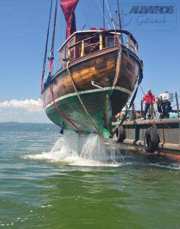 Wrak zalegał na dnie zatoki w odległości ok. 2 mil morskich od brzegu.