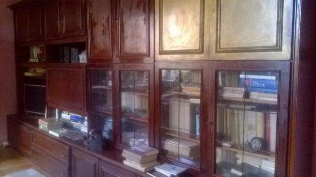 Część domowej biblioteczki Emmy Popik.