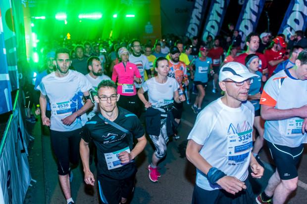 W poprzednich latach Bieg Świętojański przyjął formułę nocnej rywalizacji. W tym roku biegacze będą mogli zmagać się wirtualnie.