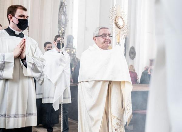 Arcybiskup Sławoj Leszek Głódź latem skończy 75 lat i już dawno zapowiedział, że odejdzie na emeryturę. Procedura wyłonienia jego następcy już trwa.