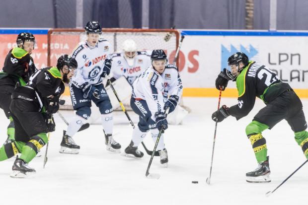 Czterech gdańskich hokeistów, w tym Krystian Mocarski i Michał Naróg (na zdjęciu), mogło grać równocześnie w Lotosie PKH i Stoczniowcu. W nowym sezonie nie będzie już to możliwe, bo oba kluby chcą występować w ekstralidze.