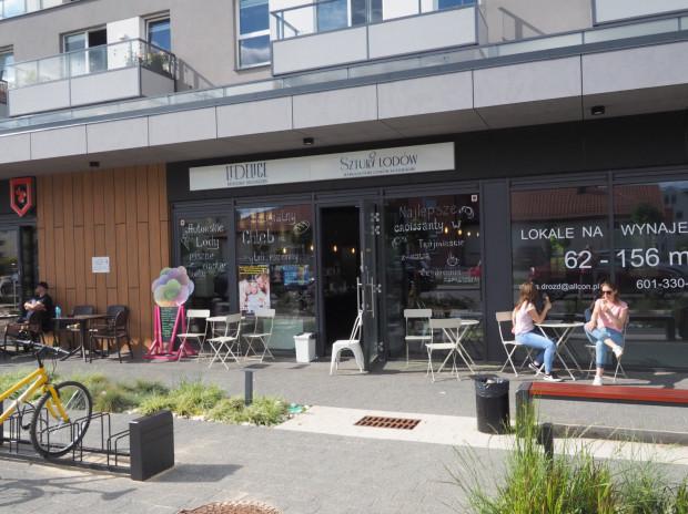 Otwarty niedawno lokal przy ul. Królewskie Wzgórze 1 na Morenie, w którym można zakupić rzemieślnicze lody.