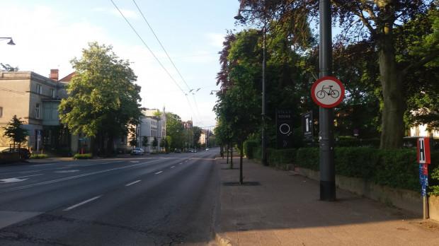 Czytelniczka zwróciła uwagę na oznakowanie objazdu dla rowerzystów, które może wprowadzać w błąd.