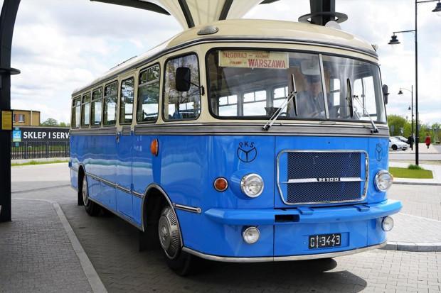 We wtorek, 30 czerwca, zabytkowy autobus pojedzie z Gdańska do Jastrzębiej Góry i Władysławowa, w środę, 1 lipca, do Krynicy Morskiej i Piasków, w czwartek do Wdzydz Kiszewskich, a w piątek do Szymbarku.