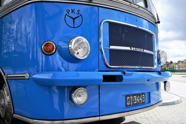 Międzymiastowy autobus SAN H100 pochodzi z 1969 r.