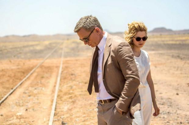 Co jeśli praca wymaga od nas podróży na Saharę? Agent 007 nie odpuszcza elegancji nawet wtedy.