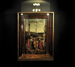 """Jednym z najważniejszych eksponatów kolekcji malarskiej jest """"Ukrzyżowanie"""" Antonella da Messiny."""