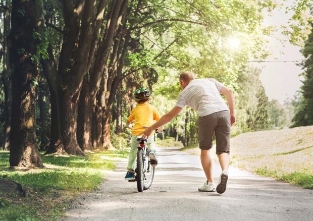 Nauka jazdy na rowerze to dla wielu z nas już zamierzchłe czasy. Ale co, jeśli nie nauczono nas tego we wczesnym dzieciństwie?