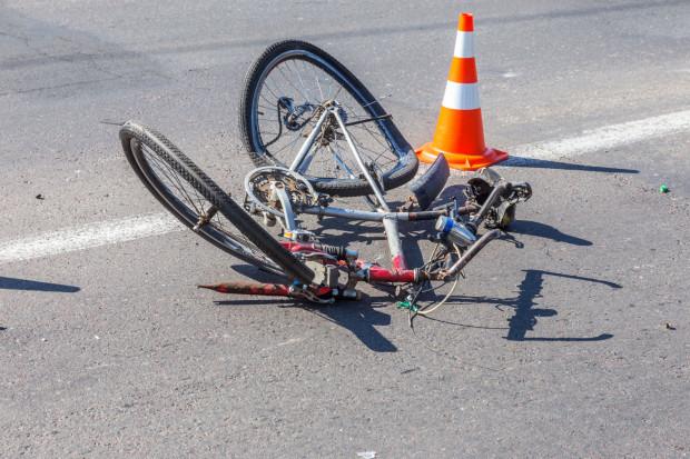 Rowerzysta uderzył w słup, wypadek okazał się śmiertelny. Zdjęcie ilustracyjne.