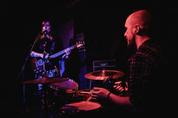 Black Mynah na drugim albumie nie jest już solowym projektem Joanny Kucharskiej (Lonker See). Od teraz to duet współtworzony z Pawłem Ruckim (Królestwo, Hadal, Dule Tree).