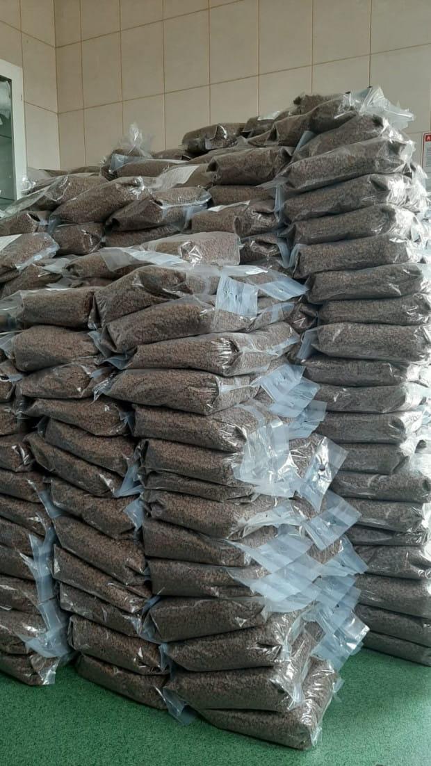 Społeczni opiekunowie kotów dostaną w sumie 1,4 tys. kilogramów karmy dla czworonogów.