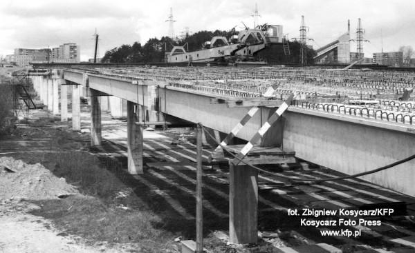 Estakada w trakcie budowy w kwietniu 1988 r.