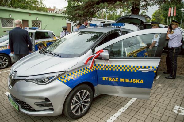 Renault ZOE w barwach gdańskie straży miejskiej.