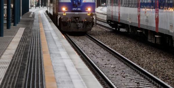 Dzięki interwencji policjanta i strażnika ochrony kolei na dworcu w Gdańsku nie doszło do tragedii.