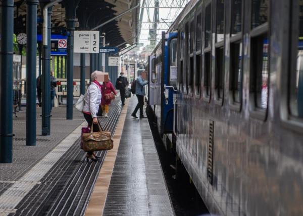 Pasażerowie pociągów z Bielska-Białej do Gdańska 19 czerwca i z Gdańska do Bielska-Białej 22 czerwca proszeni są o kontakt z sanepidem.