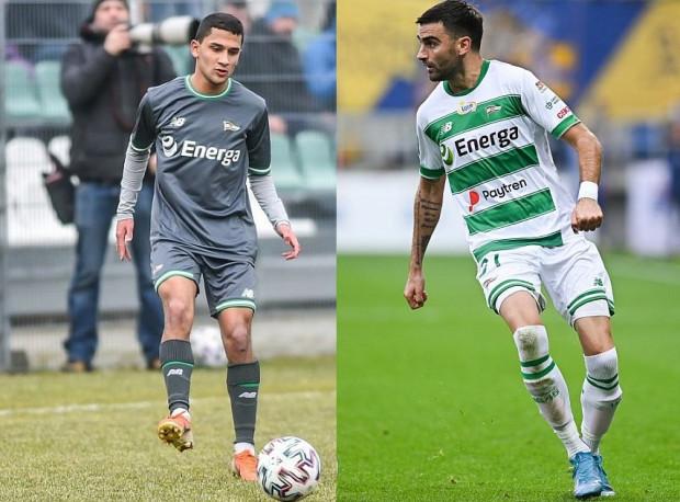 Omran Haydary (z lewej) i Żarko Udovicić (z prawej) po przerwie w rozgrywkach ekstraklasy nie zagrali ani minuty. Czy któryś z nich wejdzie do rotacji po tym jak z kadry ubyli Kenny Saief i Filip Mladenović?