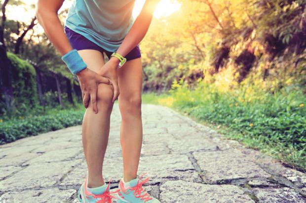 Problemy ze stawem kolanowym nie są domeną wyłącznie osób uprawiających sport oraz będących po wypadkach.