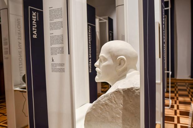 """Rocznicowa wystawa w Muzeum Gdańska """"Co daje muzeum""""."""