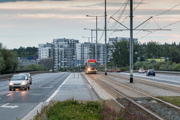 Estakada w ciągu ul. Rakoczego powstała w latach 80. Tramwaje jeżdżą po niej od 2015 r.