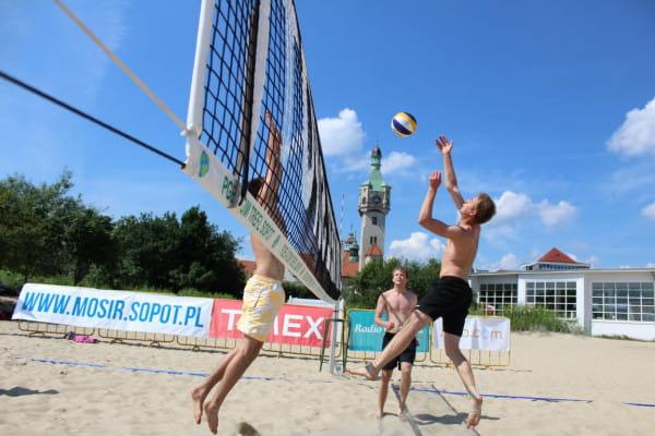 Latem często możemy trafić na mecze i turnieje siatkówki plażowej w Trójmieście.