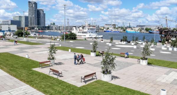 Władze Gdyni liczą, że nowa linia przyczyni się do popularności zmodernizowanego placu przed Akwarium Gdyńskim.