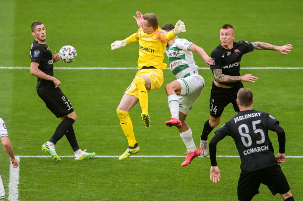 Przed piłkarzami Lechii Gdańsk i Cracovii jeszcze 5 lub 6  meczów w tym sezonie. Po zakończeniu ekstraklasy mogą jeszcze zagrać przeciwko sobie w finale Pucharu Polski.