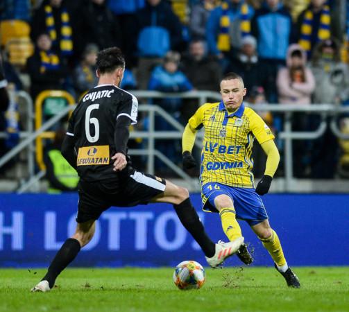 Michał Nalepa strzelił kapitalnego gola z rzutu wolnego, ale to było za mało, by wygrać w Kielcach.