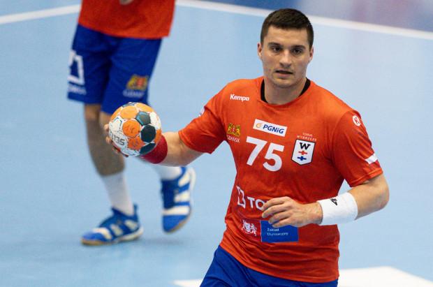 Po wypozyczeniu z MMTS Kwidzyn, Kelian Janikowski podpisał roczny kontrakt z Torus Wybrzeże Gdańsk.
