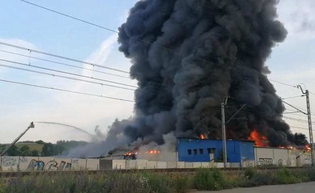 Gaszenie pożaru, który wybuchł w zeszłym roku na Oruni trwało kilka godzin. Dym było widać z różnych części miasta.