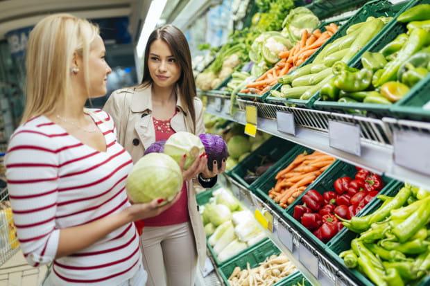 Konsumenci mają przed zakupem prawo do pełnej, jasnej i rzetelnej informacji o ofercie, w tym także o kraju pochodzenia owoców czy warzyw - twierdzi prezes UOKiK.