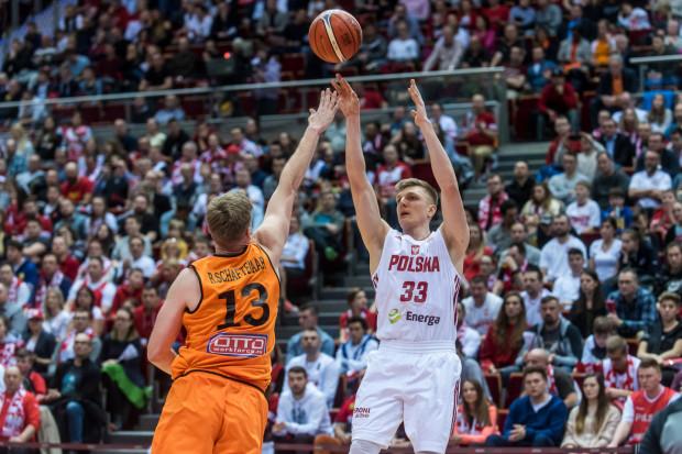Karol Gruszecki to reprezentant Polski w koszykówce. W ubiegłym roku uczestniczył w mistrzostwach świata w Chinach, z których biało-czerwoni wrócili jako ósma drużyna globu.