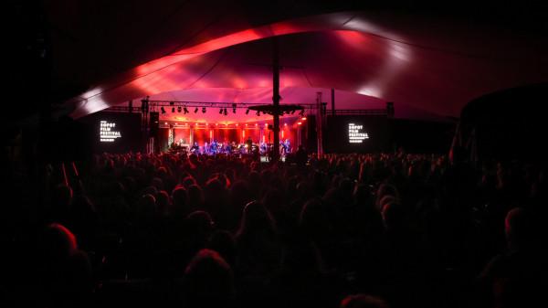 Koncert Muzyki Filmowej wyjątkowo w tym roku odbędzie się na dużej scenie Opery Leśnej, a nie jak dotąd - na Tarasach Parku Wodnego w Sopocie.