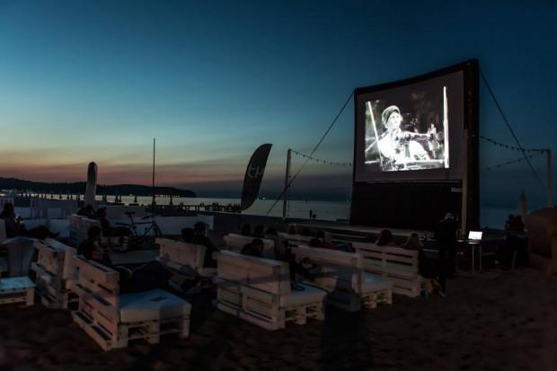 """Jedną z sekcji tegorocznego Sopot Film Festival będzie Drugie śniadanie z kinem niemym, w ramach którego będzie można obejrzeć m.in. """"Młodego Sherlocka Holmesa"""" Bustera Keatona i """"Piotrusia Pana"""" Herberta Brenona."""