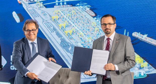 Porozumienie dotyczące Drogi Czerwonej podpisali Marek Gróbarczyk, minister gospodarki morskiej i żeglugi śródlądowej oraz Marcin Horała, pełnomocnik rządu ds. CPK.