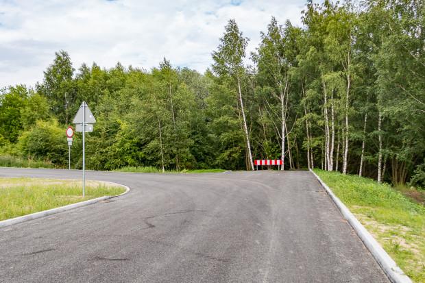 Zalążek układu drogowego Centrum Południowego, dopuszczony tylko do ruchu pieszych, rowerzystów i służb komunalnych. Za barierą powstać ma łącznik do ul. Piotrkowskiej.
