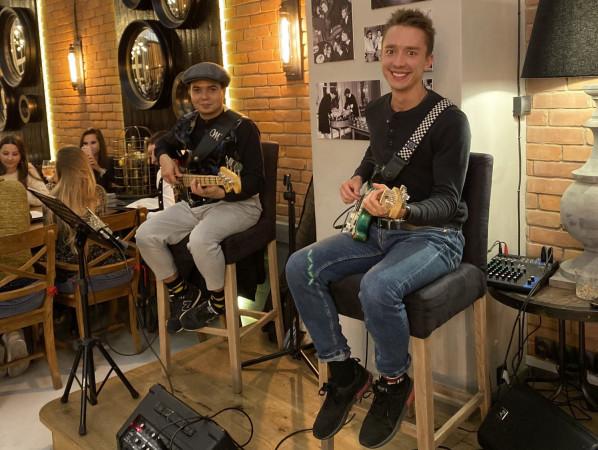 Coraz częściej muzyka na żywo ma stałe miejsce w ofertach restauracji. W Canis Music and Wine koncerty odbywają się codziennie o godz. 19.
