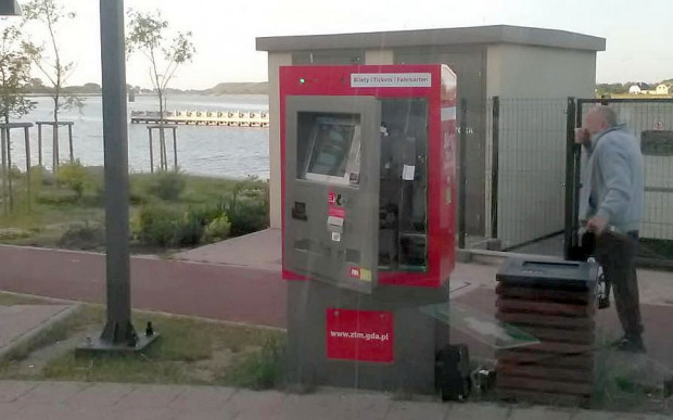 Okradziony biletomat w Sobieszewie