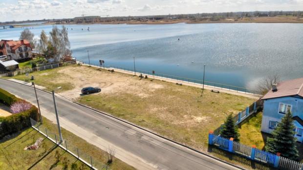 Działka, na której została zaplanowana budowa przystani jachtowej na Wyspie Sobieszewskiej.