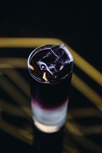 W gdańskim Eliksirze można skosztować lekkich koktajlów opartych na sezonowych produktach.