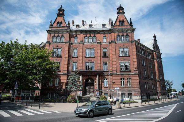 Z budynku Urzędu Pracy część urzędników wyprowadziła się już do nowej siedziby na Lastadii. Obiekt również znalazł się w obszarze nowego miejscowego planu, ale miasto zapewnia, że nie zamierza go sprzedawać.