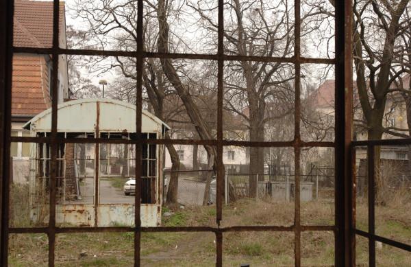 Jeszcze w 2008 r. były plany, by przystanek Gdańsk Kolonia został wyremontowany na Euro 2012. Ostatecznie kibice docierają na stadion w Letnicy, korzystając z oddalonego o 200 metrów przystanku Stadion Expo.