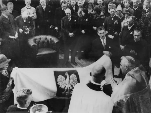 90 lat temu uroczystość podniesienia bandery na żaglowcu ściągnęła do Gdyni najważniejszych polskich oficjeli.