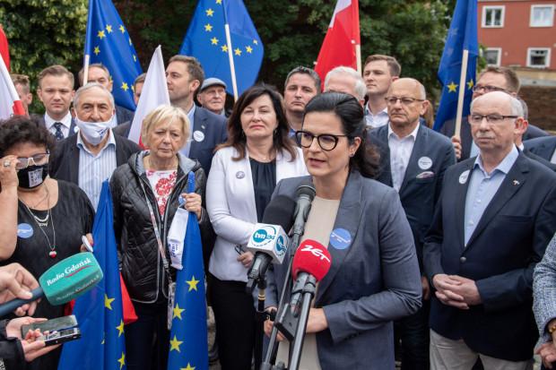 Zwolennicy Rafała Trzaskowskiego podsumowali dziś w centrum Gdańska jego kampanię. Wśród nich byli m.in. politycy związani z KO i Lewicą.