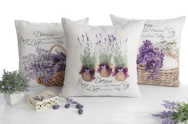 Motyw lawendy na poduszkach, dekoracjach, zasłonach kojarzy się jednoznacznie i zawsze wywołuje miłe skojarzenia.