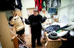 Sasza Reznikow w swoim ulubionym wdzianku? W pracowni krawieckiej praca trwa nieustannie, bo trzeba przygotować kostiumy dla liczącego blisko 100 osób całego zespołu artystycznego Teatru Muzycznego.