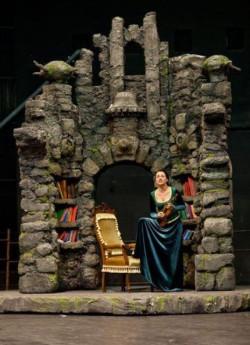 Elementy scenografii cały czas zjeżdżają do Gdyni z południa Polski. Zamek, w którym uwięziona jest Fiona już jest.