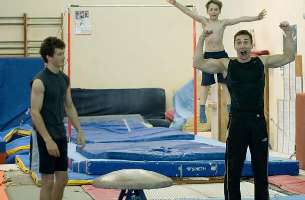 Gimnastyka to nie tylko sport wyczynowy. Nauka najprostszych elementów gimnastycznych zajmuje przeciętnie miesiąc i daje ogromną satysfakcję