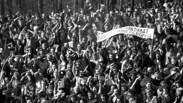 Kibice na stadionie Lechii Gdańsk 7 kwietnia 1974 r.