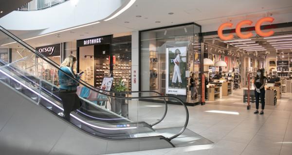 Sieci handlowe zapowiadają, że w najbliższych miesiącach ograniczą liczbę sklepów stacjonarnych.